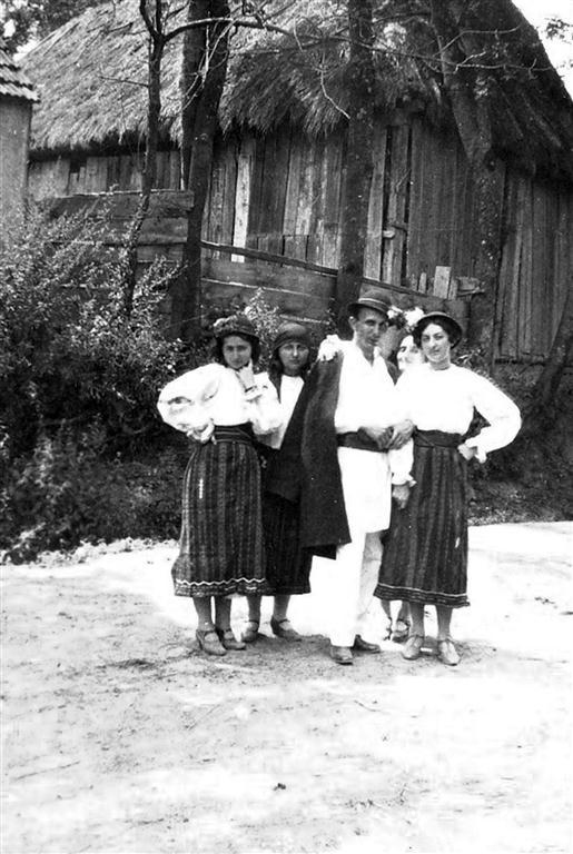Marcela Focsa (prima din stanga) alaturi de Mitu Georgescu