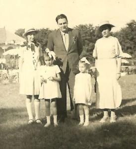 Mircea si Margarita Vulcanescu, alaturi de copii (1937)