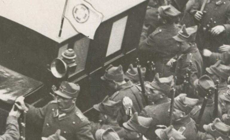 """Guvernul a impiedicat desfacerea ziarului """"Viitorul"""". Totus ziarul s'a impartit. Publicul bruscat de jandarmi (1930)"""